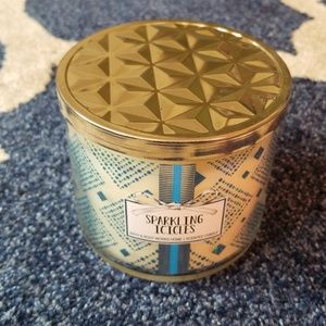 Bath & Bodyworks 3 wick candle - Sparkling Icicles
